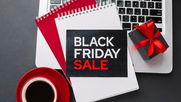 Plat lag zwarte vrijdag verkoop met cadeau