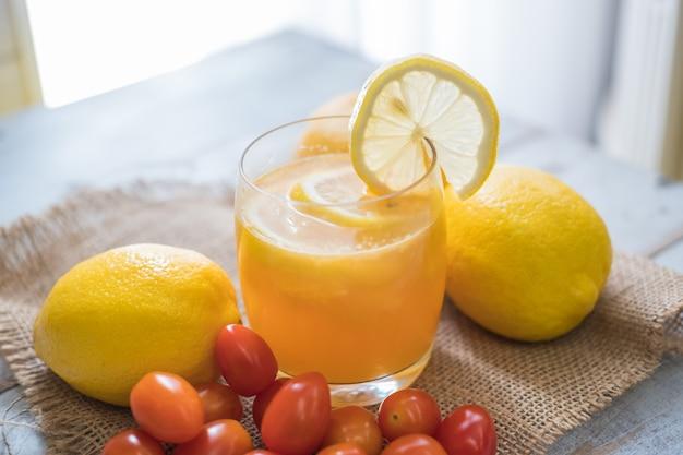 Plat leg gezond fruit en groente