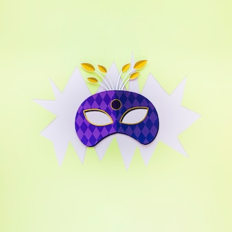 Plat leg van carnaval masker op papier uitgesneden