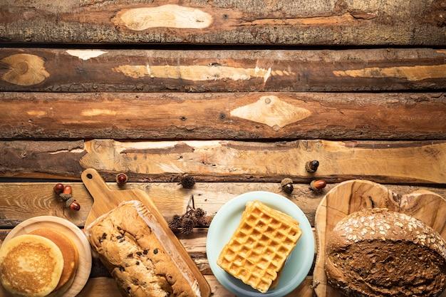 Plat leg voedselkader met gebakken producten