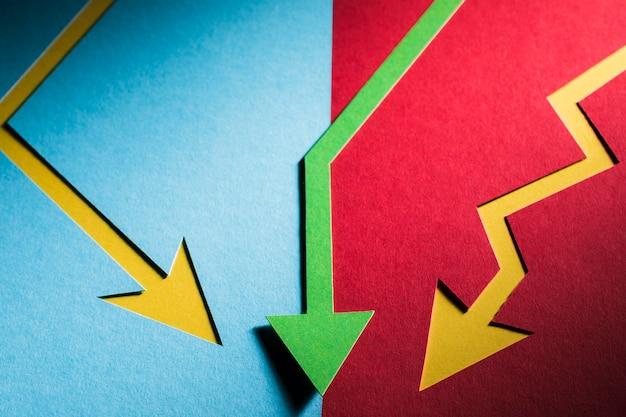 Plat leggen economie cris aangegeven met pijlen