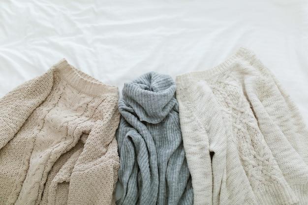 Plat leggen herfst en winter mode fotografie. stijlvolle vrouwenuitrusting.