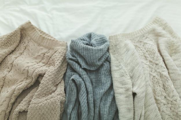 Plat leggen herfst en winter mode fotografie. stijlvolle vrouwenuitrusting