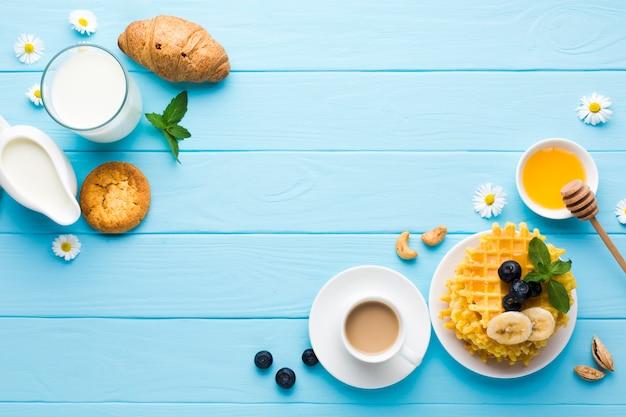 Plat leggen ontbijttafel met copyspace