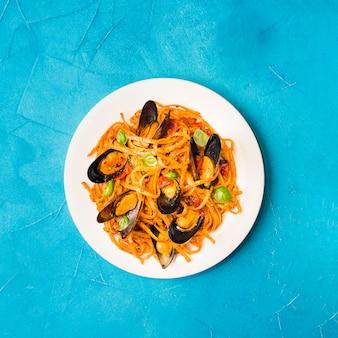 Plat leggen pasta met mosselen