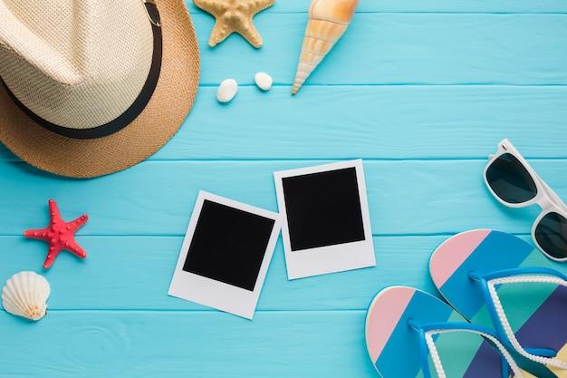 Plat leggen polaroid foto's met vakantie concept