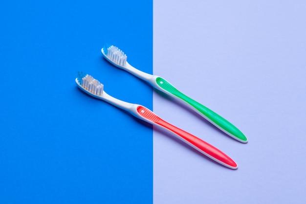 Plat leggen samenstelling met handtandenborstels, close-up