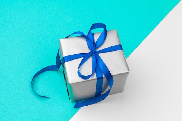 Plat leggen samenstelling met mooie geschenkdoos
