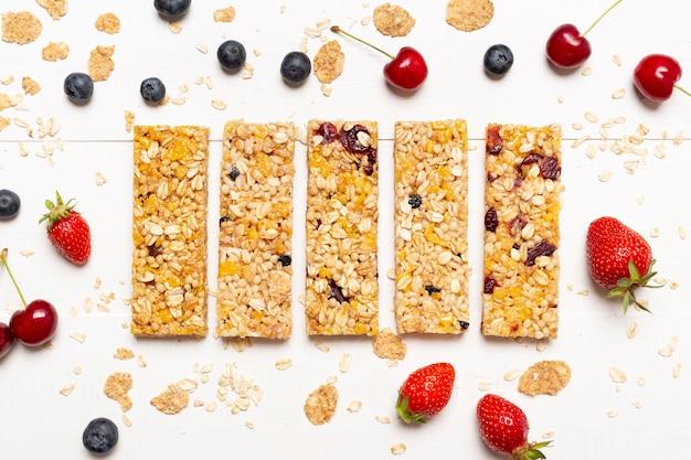 Plat leggen snackbars met fruit