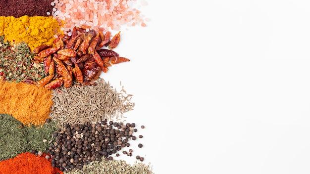 Plat leggen specerijen assortiment