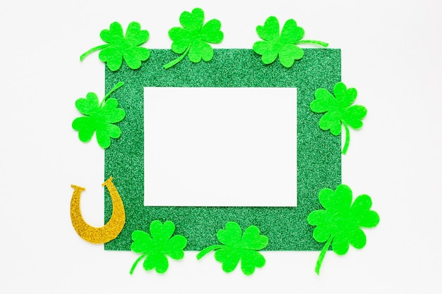 Plat leggen st patrick items arrangement