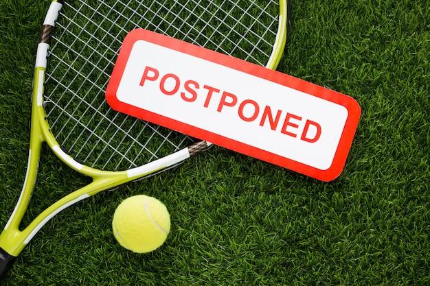 Plat leggen tennis elementen arrangement met uitgesteld teken