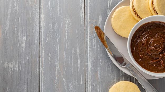 Plat leggen van alfajores cookies met kopie ruimte