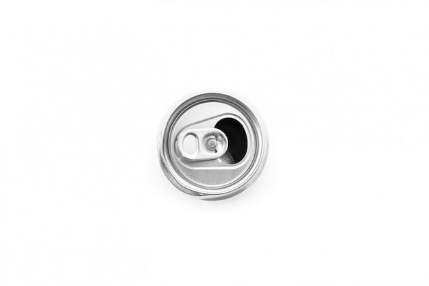 Plat leggen van aluminium blik geopend op witte achtergrond