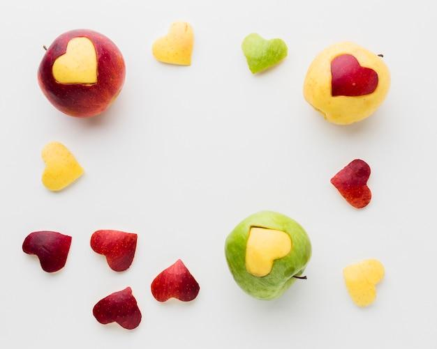 Plat leggen van appels en fruit hart vormen