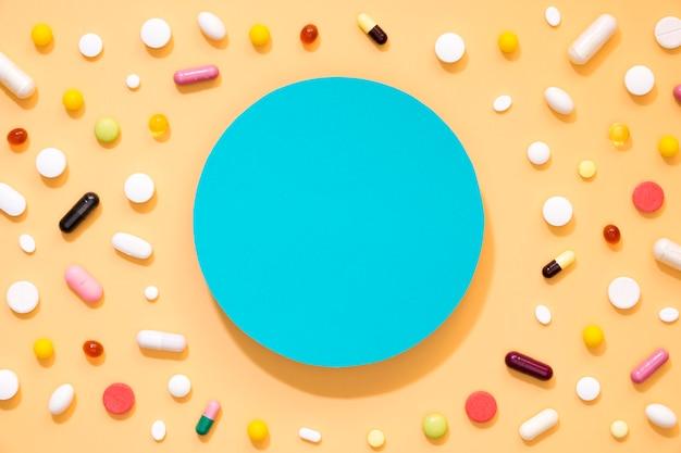 Plat leggen van assortiment pillen