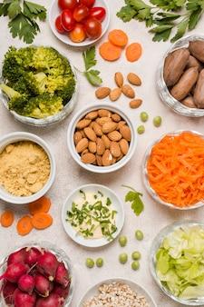 Plat leggen van assortiment van gezonde voeding