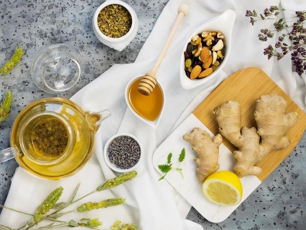 Plat leggen van biologische geneeskrachtige kruiden en specerijen