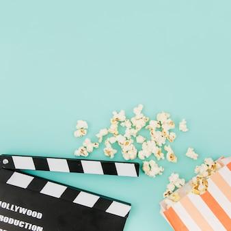 Plat leggen van bioscoop elementen met copyspace