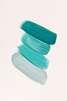 Plat leggen van blauwe verf penseelstreken