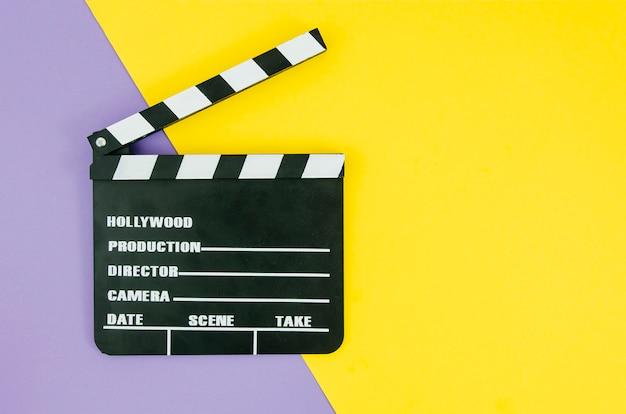 Plat leggen van clapperboard voor bioscoopconcept
