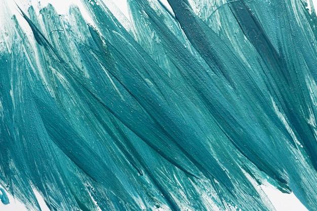 Plat leggen van creatieve blauwe verf penseelstreken op het oppervlak
