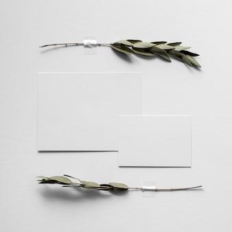 Plat leggen van een moodboard met een minimalistische kleur van de jaartoon