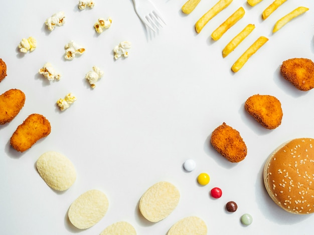 Plat leggen van fast food en snoep