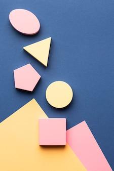 Plat leggen van geometrische vormen met kopie ruimte