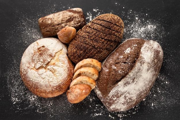 Plat leggen van heerlijk brood concept
