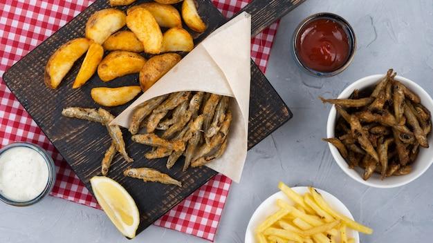 Plat leggen van heerlijke fish and chips-concept