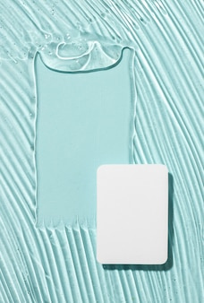 Plat leggen van hydro-alcoholische gel met papier en kopieerruimte