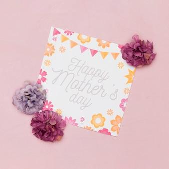 Plat leggen van kaart voor moederdag