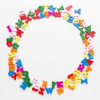 Plat leggen van kleurrijke alfabet frame concept