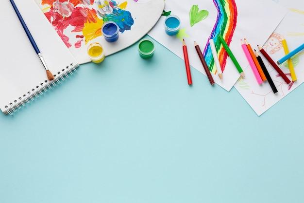 Plat leggen van kleurrijke aquarella met kopie ruimte