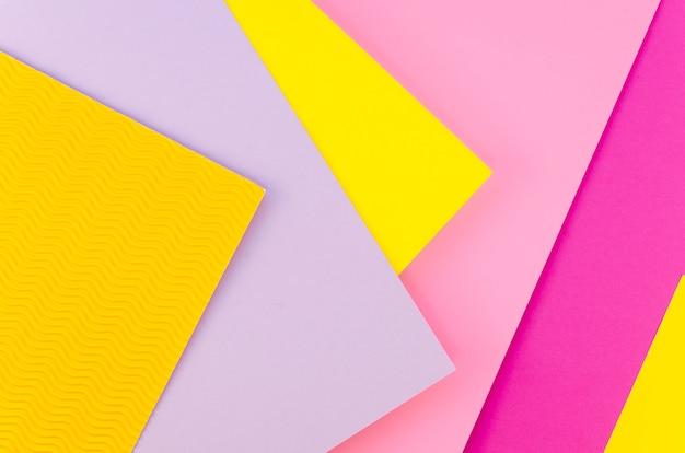 Plat leggen van kleurrijke vellen