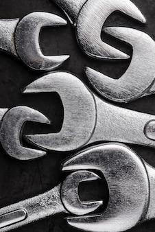 Plat leggen van metalen sleutels