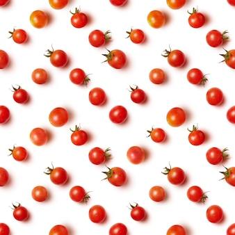 Plat leggen van mooie trendy naadloze patroon cherry tomaat geïsoleerd op wit