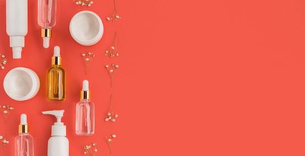 Plat leggen van natuurlijke cosmetica met kopie ruimte