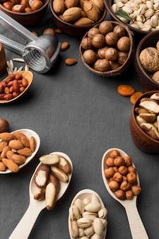 Plat leggen van noten concept met kopie ruimte