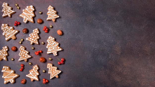 Plat leggen van peperkoek cookies voor kerstmis met kopie ruimte