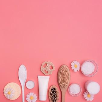 Plat leggen van spa essentials met kopie-ruimte