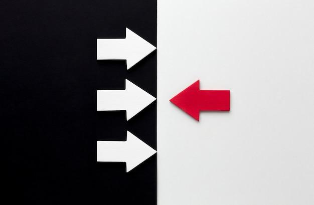 Plat leggen van tegengestelde pijlen
