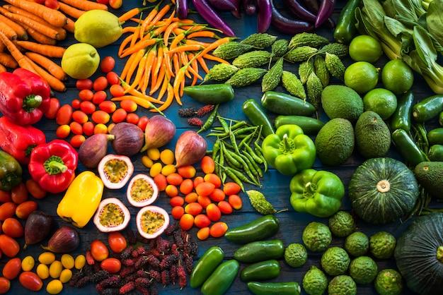 Plat leggen van vers fruit en groenten