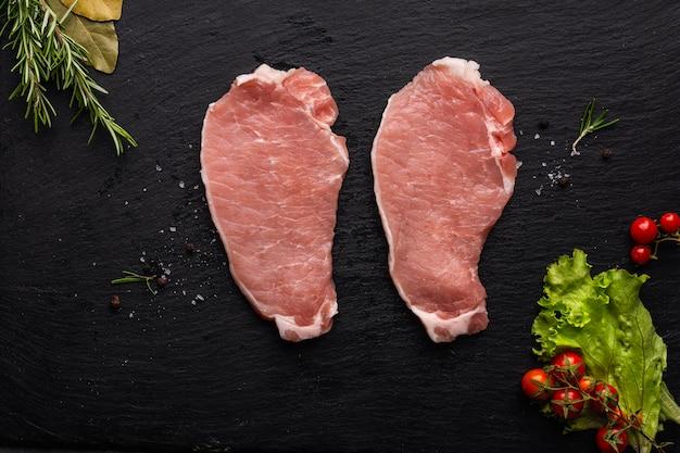 Plat leggen van vlees concept met kopie ruimte