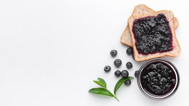 Plat lekker smakelijke jam op brood