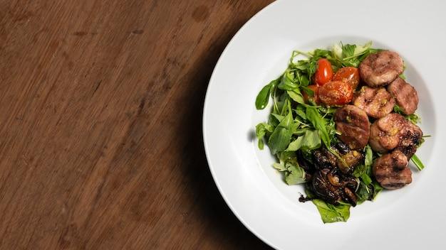 Plat liggende vegetarische salade