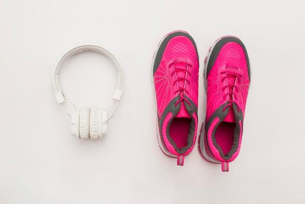 Plat sneakers met koptelefoon