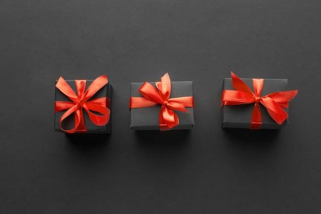 Plat van elegante geschenken