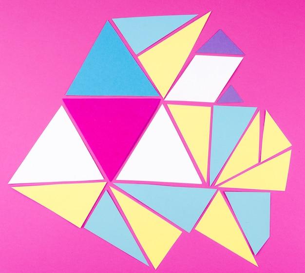 Plat van levendige papieren driehoeken